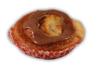 Wienerbröd choklad– Innehållsförteckning;Vetemjöl,veg.olja och fett,vatten,socker,fondatpulver,ägg, mjölk, jäst,veg.fett,vispgrädde,äggula,salt, kakopulver,majsstärkelse, glukossirap,vetegluten,majsmjöl,vanilj, emulg.medel (E471,E475),arom,surhetsreg.medel (citronsyra),konserveringsmedel(E202).