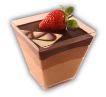 Mousse i glas choklad– Innehållsförteckning; Socker, kakaomassa, vatten, kakaosmör, ÄGGULA, HELMJÖLKSPULVER, GRÄDDE, gelatin (gris), vindruva, jordgubbar, kiwi, glukossirap, arom (vanilj), emulgeringsmedel (E322 (SOJA)), konserveringsmedel E211, naturlig arom (vanilj), stabiliseringsmedel (E407), surhetsreglerande medel E330.