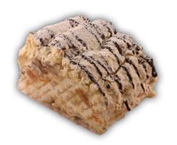 Budapestbakelse– Innehållsförteckning; Socker, GRÄDDE, ÄGGVITA, HASSELNÖTTER, mandarinklyftor, banan, vatten, potatisstärkelse, modifierad VETESTÄRKELSE, ÄGGVITEPULVER, vegetabiliskt fett (palm) & fullhärdat vegetabiliskt fett (palm), kakaopulver, emulgeringsmedel SOJALECITIN, förtjockningsmedel E412, färgämne E101, färgämne E160a, konserveringsmedel E211, skumbildande medel (trietylcitrat), stabiliseringsmedel (E407), stabiliseringsmedel E412, surhetsreglerande medel (E330, E331), vanillin.