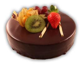 Mousse choklad– Innehållsförteckning; Socker, kakaomassa, vatten, kakaosmör, ÄGGULA, HELMJÖLKSPULVER, GRÄDDE, gelatin (gris), vindruva, jordgubbar, kiwi, glukossirap, arom (vanilj), emulgeringsmedel (E322 (SOJA)), konserveringsmedel E211, naturlig arom (vanilj), stabiliseringsmedel (E407), surhetsreglerande medel E330.