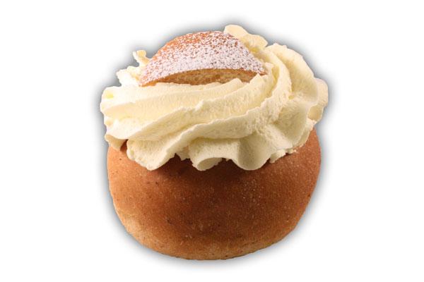 Semlor vanilj– Innehållsförteckning; VETEMJÖL, GRÄDDE, vatten, socker, invertsocker, MJÖLK, vegetabilisk olja (HAVRE,palm,raps), pastöriserad ÄGGULA, jäst, VETEGLUTEN, modifierad majsstärkelse, kardemumma, sockersbetfiber, salt, potatisstärkelse, druvsocker, vaniljstång , arom, konserveringsmedel E211, stabiliseringsmedel (E407), surhetsreglerande medel E330, vitamin A och D