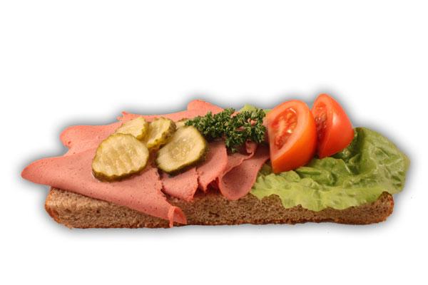 Leverpastejsmörgås– Innehållsförteckning; Vatten,vetemjöl,fullkornsmjöl av vete och råg,sirap, vetegluten,rågskållning,margarin,(veg.olja,veg.vatten,emulg. medel(E471),salt,aromämnen,citronsyra,vitamin A och D), salt,vetesurdegspulver,jäst,druvsocker,veg.fett, Leverpastej:(grislever,mjölk,vetemjöl,griskött,socker, mjölkprotein,koksalt,tryffelersättning(champinjoner, fårticka)kryddor,druvsocker,E300,E250,smör:Veg.fett,vatten, salt,emulg.medel (E322 solros lecitin),vitaminer,aromämnen, antioxidationsmedel(E330)färgämne(160a)smörgåsgurka, tomat,vindruva,sallad,persilja.